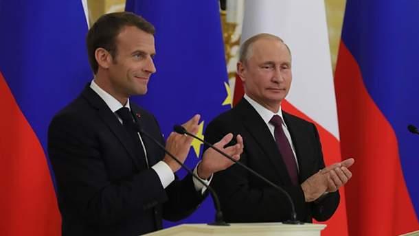 Путін і Макрон зустрілися у Петербурзі