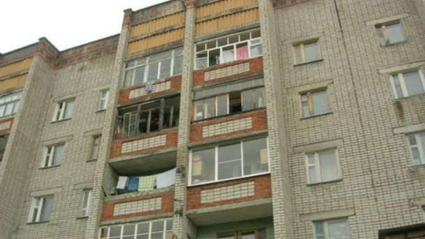 На Киевщине пьяный мужчина устроил стрельбу с балкона