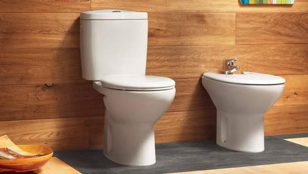 Унітази в громадських туалетах