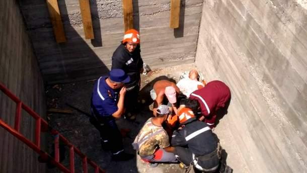 На Одещині чоловік впав у будівельний котлован