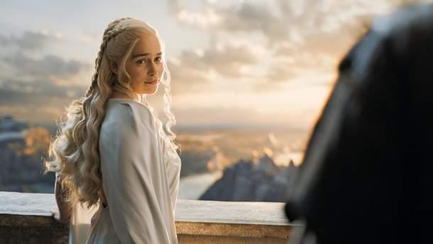 """Емілія Кларк в ролі Дейнеріс Таргарієн в серіалі """"Гра престолів"""""""