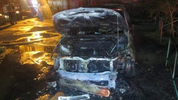 Ужгород: внаслідок підпалу вщент згоріло авто прокурора