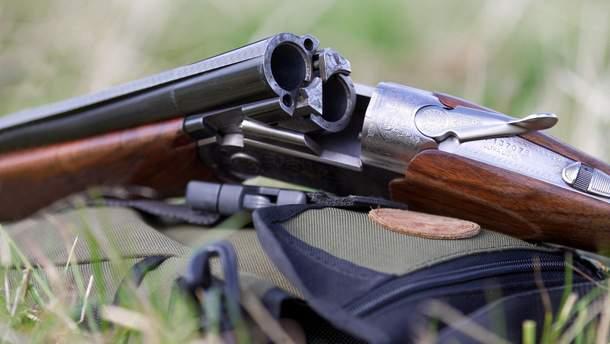 На Львівщині хлопчик прострелив своїй сестрі живіт