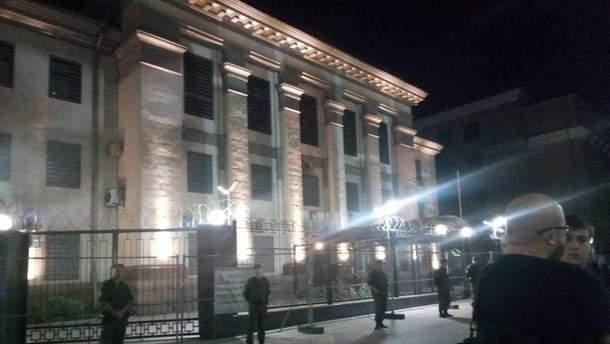 Акція під будівлею посольства РФ