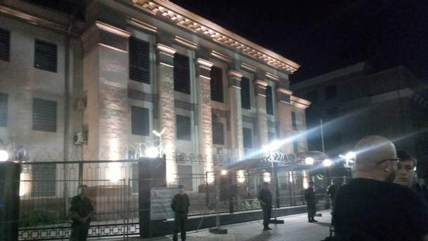Акция под зданием посольства РФ