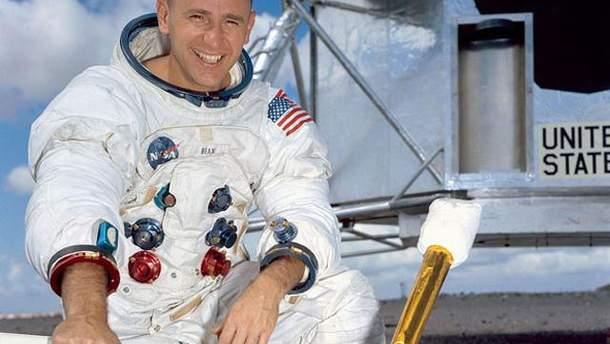 Помер астронавт Алан Бін