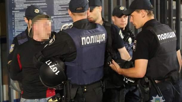 Полиция Киева прекратила столкновения между болельщиками во время ЛЧ