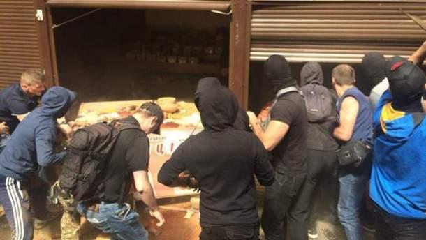 Погром на рынке в Киеве: 10 задержанных, есть пострадавшие среди правоохранителей