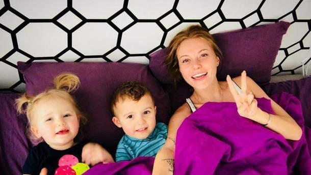 Слава Камінська з дітьми