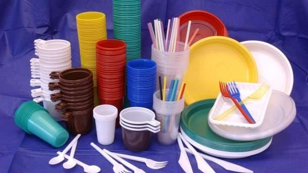 У ЄС хочуть заборонити одноразовий посуд із пластику: говорять про штрафи