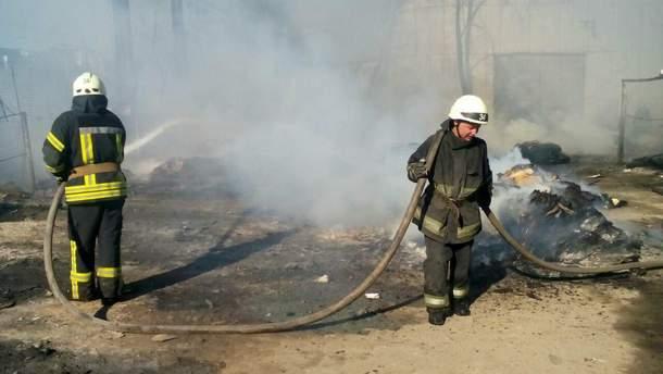 Пожежа на складі із вторсировиною під Києвом