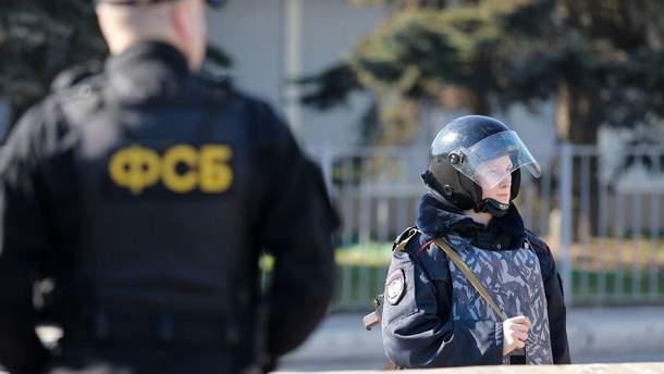 У ФСБ повідомили, що затримали українця в Криму: чоловік із росіянкою намагався збути пістолет