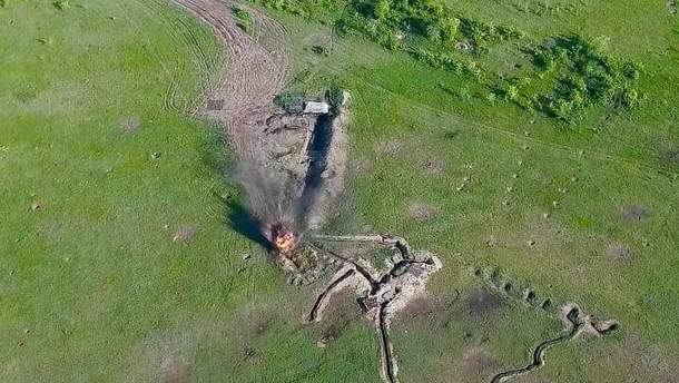 Украинские военные уничтожили технику боевиков на Донбассе