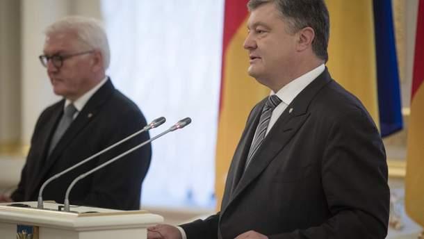 Порошенко призвал усилить санкции против России