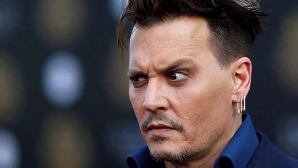 Джонні Деппа закидали спідньою білизною в Росії