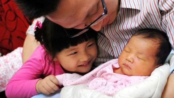 В Китаї планують зняти всі обмеження щодо народжуваності