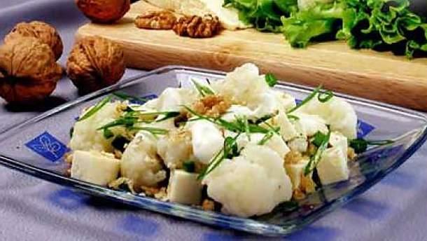 Салат из цветной капусты и орехов