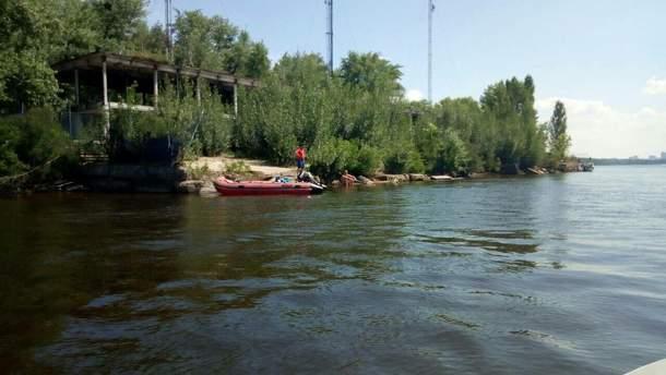 В Киеве ищут мальчика, который нырнул под воду и исчез
