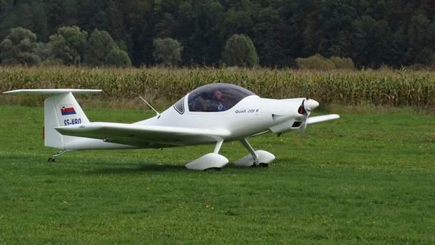 Літак Qualt 200