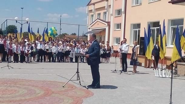 Во время выступления Порошенко потерял сознание школьник