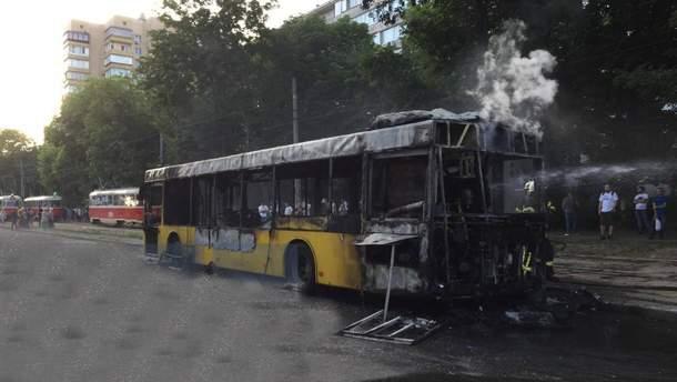 В Киеве полностью сгорел автобус