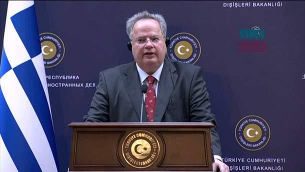 Співгромадяни грецького очільника МЗС Нікоса Котзіаса звинувачують його у державній зраді