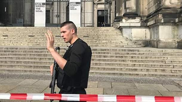 Правоохранители полностью окружили Берлинский кафедральный собор