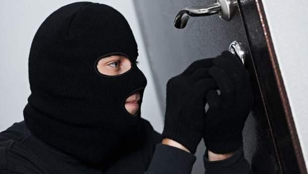 Из квартиры Вышинского украли документы и ценные вещи