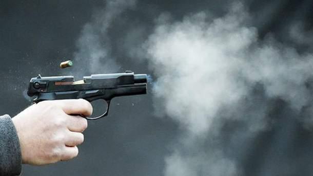 Тіло молодого киянина з вогнепальними пораненнями знайдено правоохоронцями в селі Гореничі.