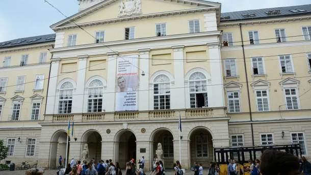 Баннер в поддержку Сенцова вывесили на горсовете в Львове