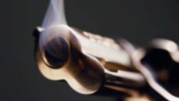 Пистолет выстрелил во время танца агента ФБР