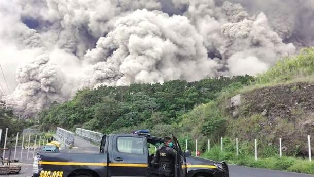 МИД советует украинцам не ехать в Гватемалу, из-за извержения вулкана