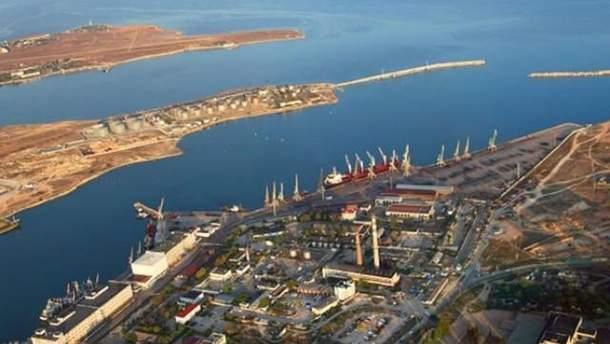 16 судов-нарушителей вошли в порты аннексированного Крыма в мае
