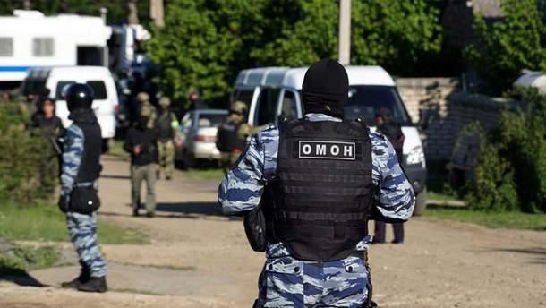Новые обыски в аннексированном Крыму, одного человека задержали
