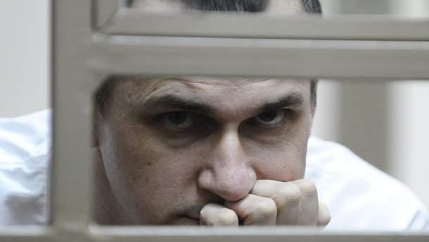 """Олег Сенцов, который заключен в России, призвал """"людей на воле"""" не голодать в его поддержку"""