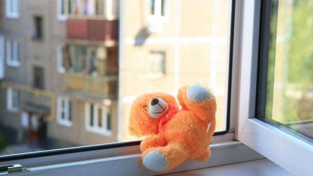 На Тернопольщине ребенок выпал из окна