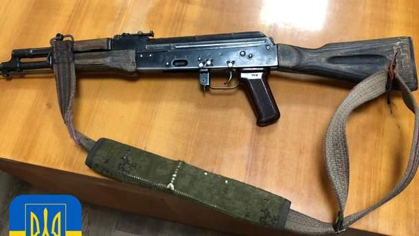 Украинские военные изъяли у пророссийских боевиков автомат
