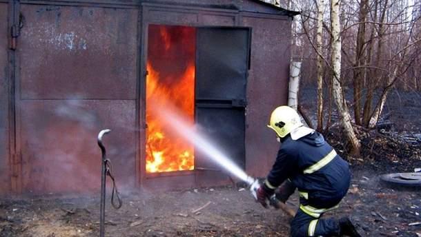 На Дніпрі внаслідок пожежі згорів гараж із чоловіком всередині