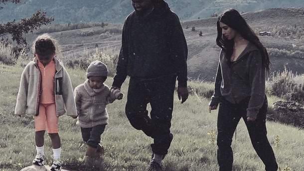 Ким Кардашян с семьей