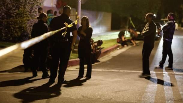 Полиция на месте инцидента опрашивает свидетелей стрельбы в Северном Голливуде