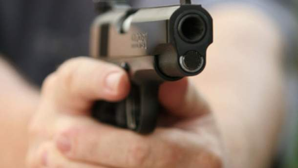 В Мариуполе выпивший мужчина стрелял на детской площадке