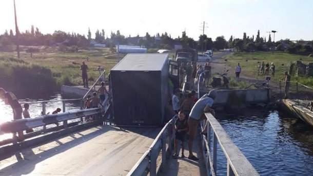 Перегруженные фуры стали причиной обрушения моста в Николаевской области