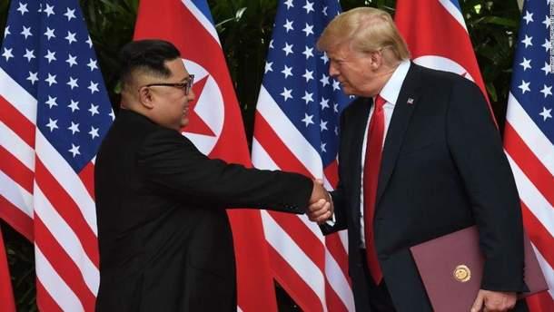 Дональд Трамп та Кім Чен Ин підписали важливий документ в Сінгапурі