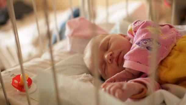 """""""Ефект метелика"""": Україна може зникнути через закон про скорочення виплат сім'ям з дітьми"""