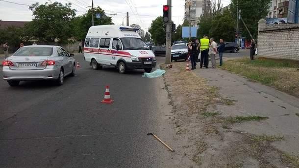Авто швидкої насмерть збило жінку у Херсон