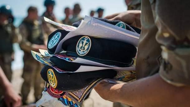 Бійці 1-го окремого Феодосійського батальйону морської піхоти подають рапорти на звільнення