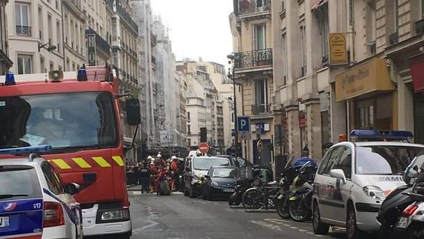 Вцентре Парижа вооруженный мужчина захватил заложников