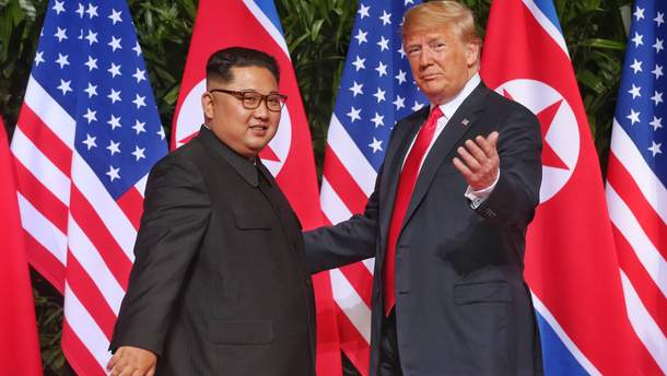 Дональд Трамп та Кім Чен Ин зустрілись у Сінгапурі