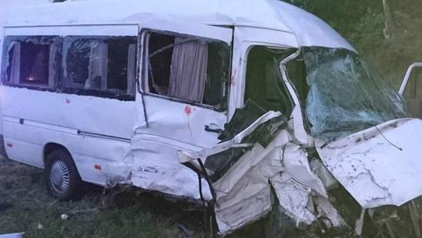 Внаслідок смертельної ДТП на Львівщині загинула одна людина, ще 9 отримали поранення