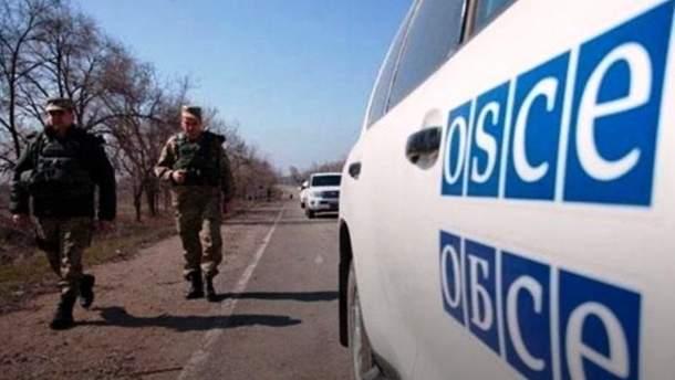 Пророссийский боевик бросил в наблюдателей ОБСЕ молток